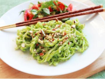 riisinuudlid brokkolipestoga